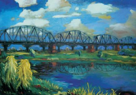 天空的雲朵彰顯了舊鐵橋的實有與美感