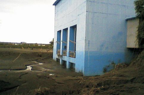 自來水廠進水口整個被填平了