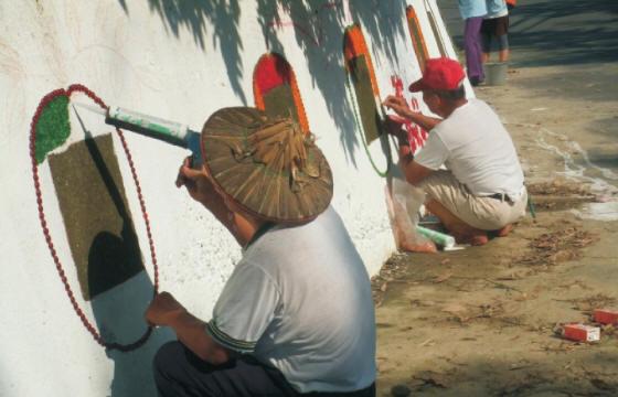 由於這群具有高度社區意 識,共同維護社區發展的有志之士展現十足活力,終於喚起留守在家鄉的 老人心中之動力經過培訓,成為社區最有力志工。