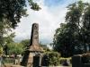 紀念碑的造型猶如一頂高帽子