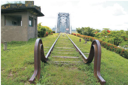 「高屏舊鐵橋」高雄大樹端。〈柯武村攝〉