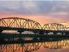 夕陽、懷舊、老鐵橋。〈陳瑚琨攝〉