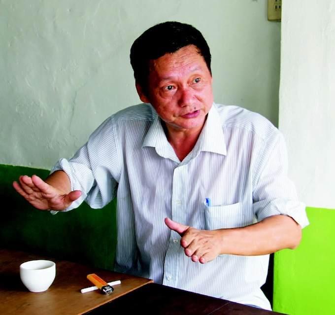 龍目村前村長謝坤淞,受訪敘述龍目門牌編號軼事。